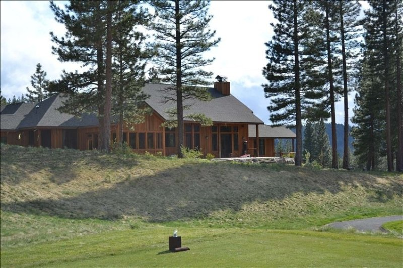 Beautiful Custom Home on The Course At Grizzly Ranch Golf Club, alquiler de vacaciones en Blairsden