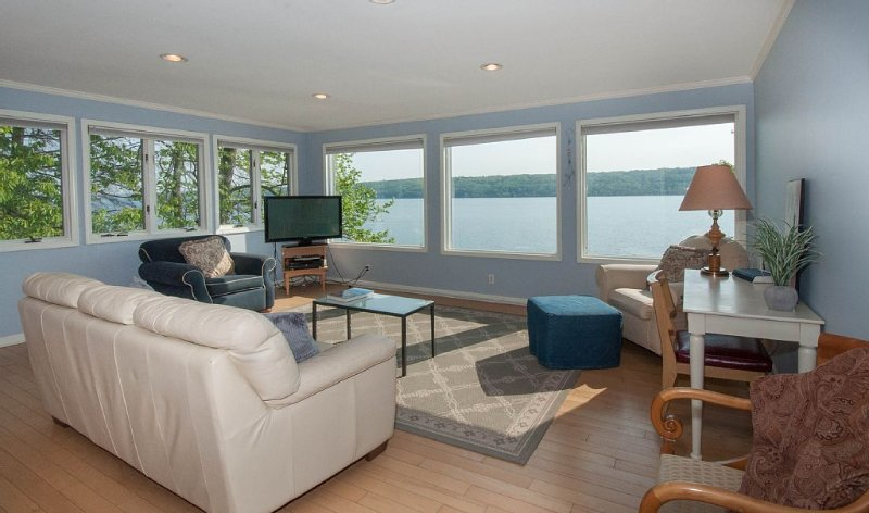 Relaxing Cayuga Lake House Close to Everything Dog Friendly, holiday rental in Brooktondale