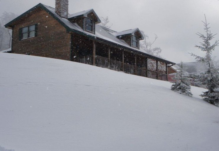 BOOK NOW for March & Get 25% OFF, location de vacances à Snowshoe