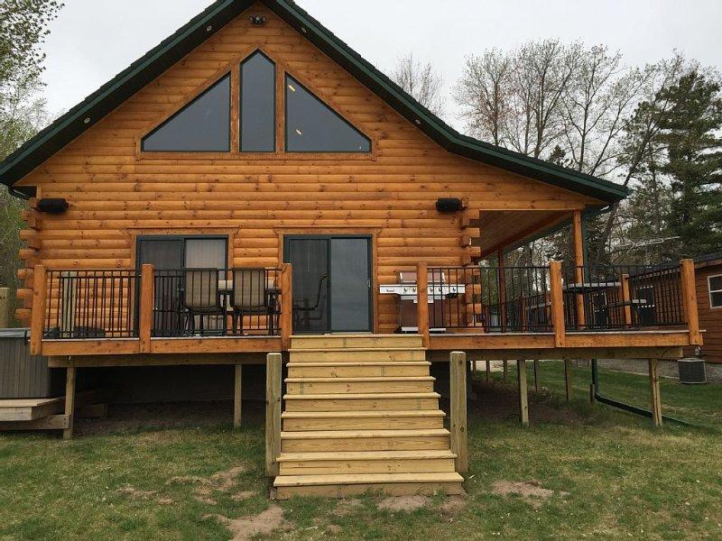 Luxury Waterfront Log Cabin ... Family Memories Abound, alquiler vacacional en Wausaukee