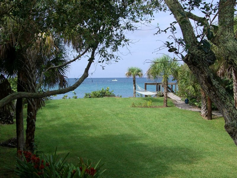 Gorgeous Home On Private Beach, Lovely Natural 1 Acre Grounds On Gulf Of Mexico., casa vacanza a Englewood