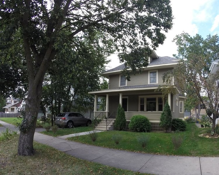 Renovated 1919 Home in Central Location, location de vacances à Rochester