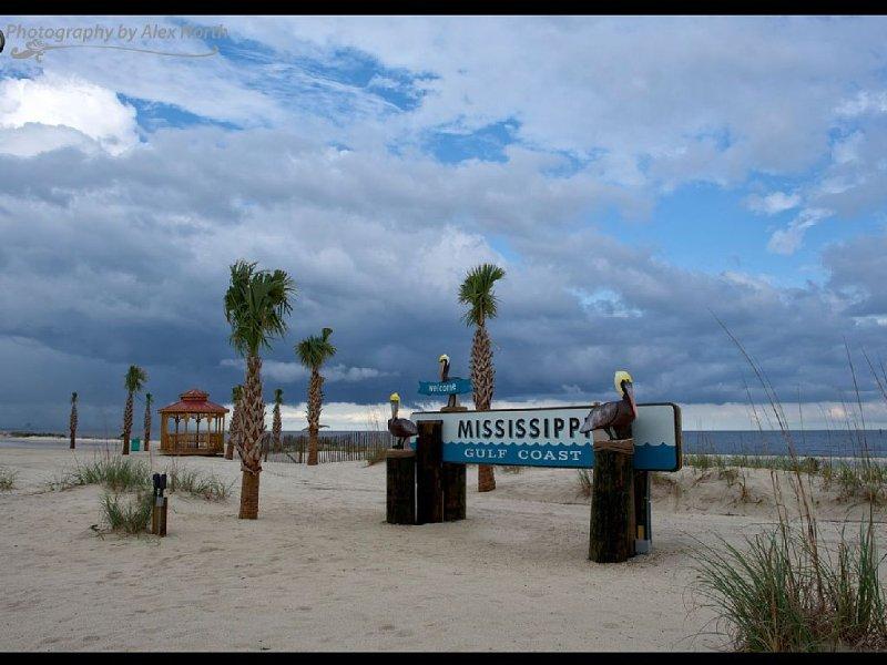 LUXURY CONDO AT SIENNA – semesterbostad i Gulfport