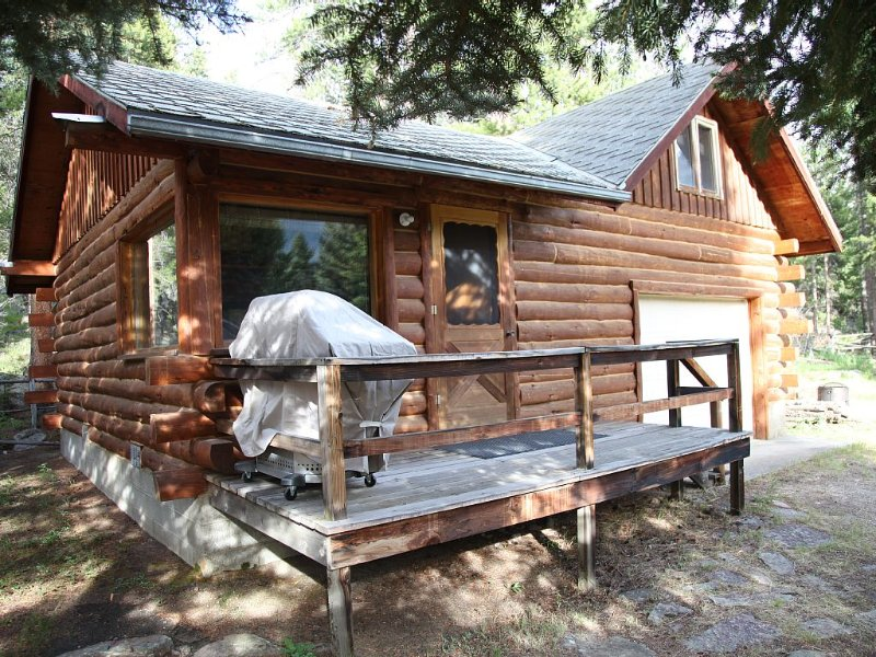 Cabin With Sleeping Loft 20 Miles From NE Entrance Of Yellowstone, location de vacances à Cooke City