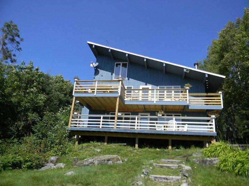 4 bedroom Home with 2 decks for panoramic views and dock access to Daisy Bay, holiday rental in Cook