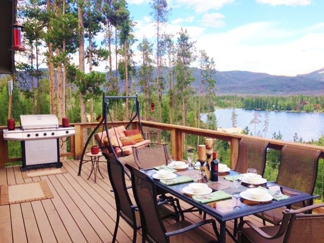 Beautiful Cozy Cabin with 180 Degree Breathtaking Lake and Mountain Views!, aluguéis de temporada em Grand Lake