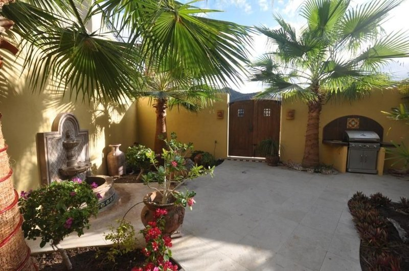 Your Own Pool Out Back, 17th Hole Out Front, Beach 2 Blocks!, vacation rental in Loreto