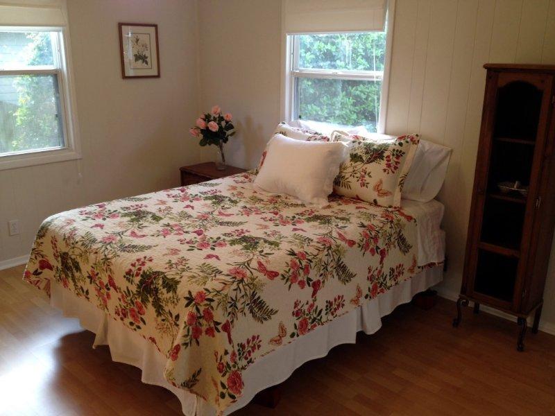 Master Bedroom Suite, Queen Bed, Private Bath