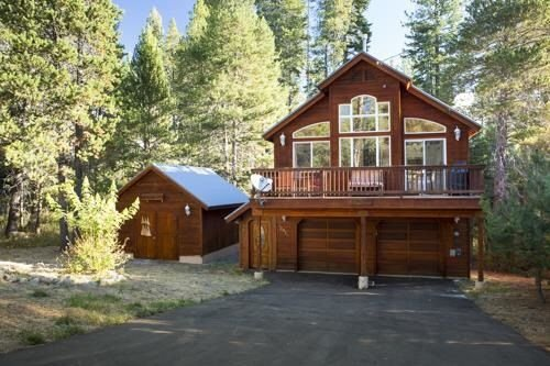 3 BR Bright and Cozy Cabin *hot tub; pets considered and Close To Everything, alquiler de vacaciones en Truckee