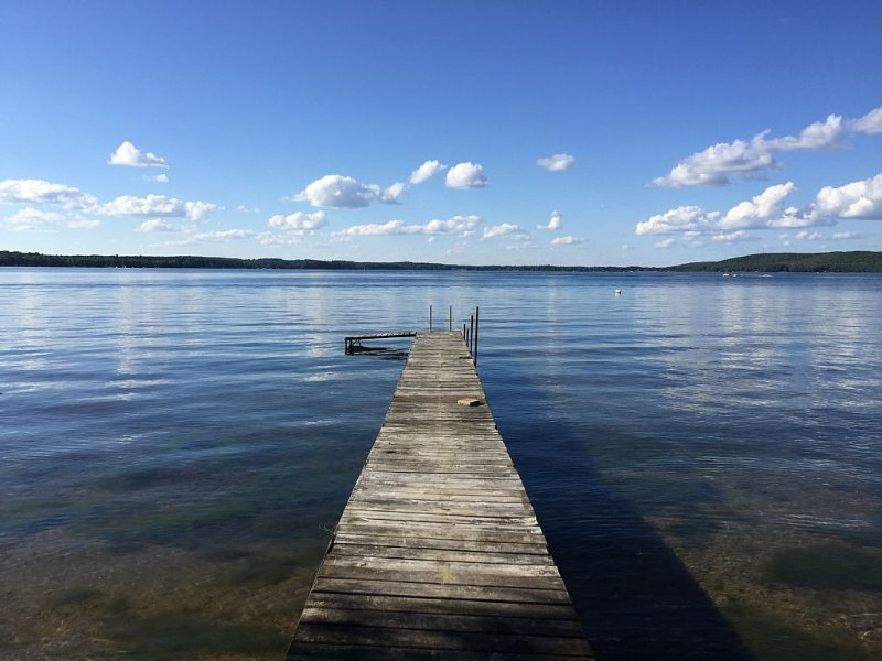 Newly Remodeled 4 bedroom Cottage with Stunning views of Beautiful Lake Metonga, vacation rental in Summit Lake