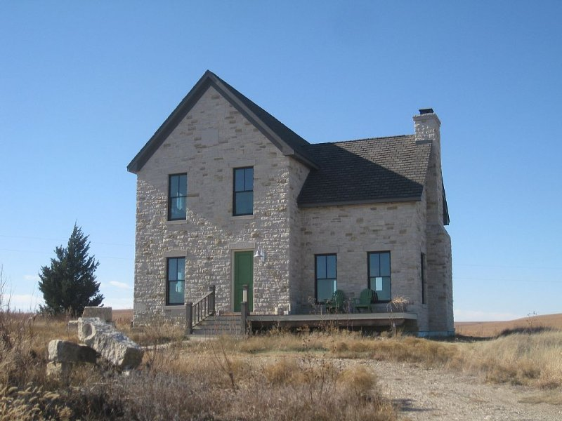 Wide And Endless Views From A Private Hilltop In The Flint Hills, holiday rental in Elmdale