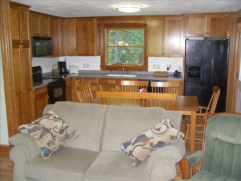 Cool 4BR / 1 BA * Family Getaway Near Maine's Best Ocean Beaches, holiday rental in Georgetown