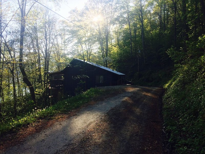 Grace Cottage: Cozy.  Affordable.  Perfect for a small family!, holiday rental in Nantahala Township