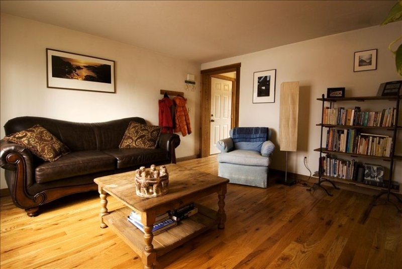 Beautiful Creekside Condo in Scenic Downtown Jackson Hole!, holiday rental in Jackson