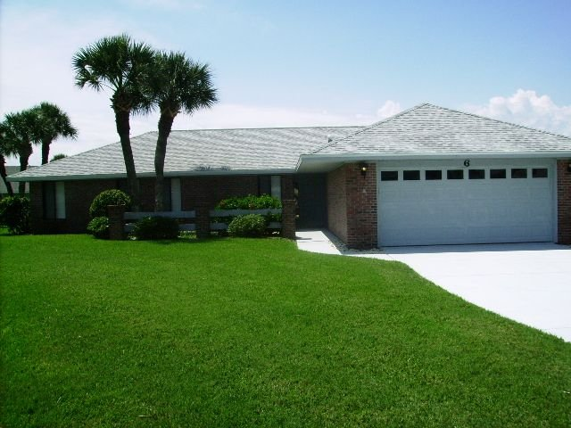 Beach House with screened, heated pool and large covered patio, Ferienwohnung in Ormond Beach