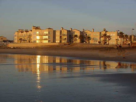 Beachfront Family Friendly Condo In San Diego, casa vacanza a Imperial Beach