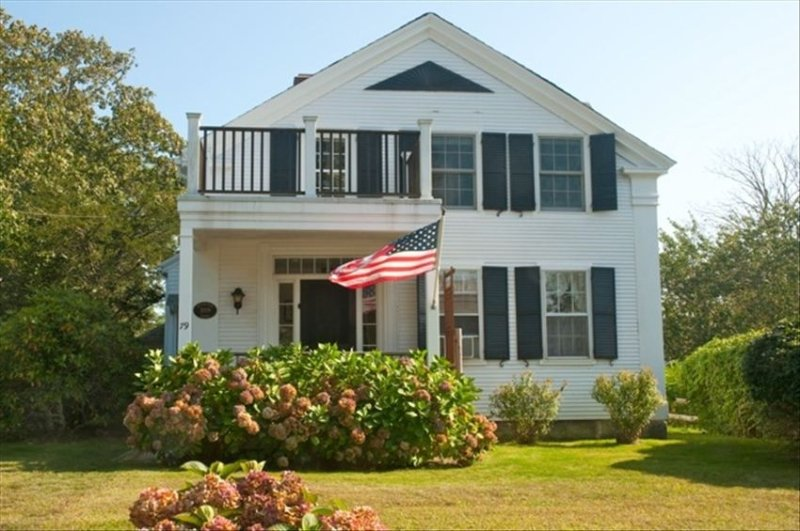 Chatham Village:  Charming 3 Room Apartment in Antique Home, holiday rental in Chatham