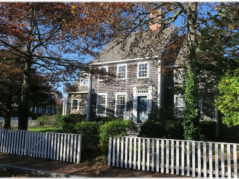 Sunny Days Will Leave You Smiling! Enjoy the pool and tennis courts!, vacation rental in Siasconset