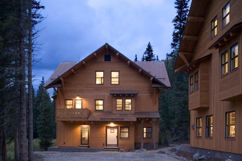 Bavarian Chalet | Ski-In, Ski Out | 3 Bedrooms | 3.5 Baths | Kachina Village, alquiler de vacaciones en Taos Ski Valley