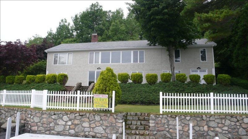 Beautiful Waterfront Home on Winnepesaukee with Dock & Beach., vacation rental in Alton Bay