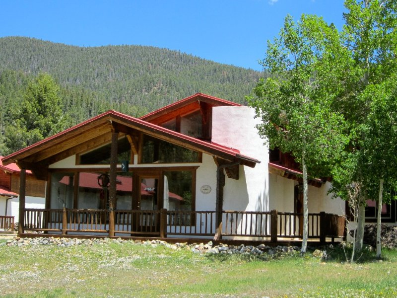 4th NT FREE-Sept* Adorable Chalet w/  Views -Walk to Everything! Next to River, holiday rental in Red River