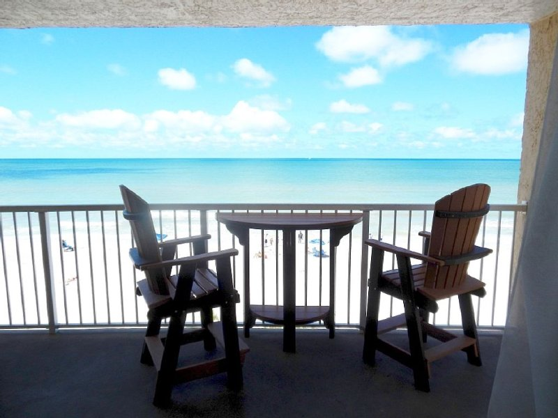 Spectacular Oceanfront Condo with Sweeping Views! on the Gulf, casa vacanza a Indian Rocks Beach