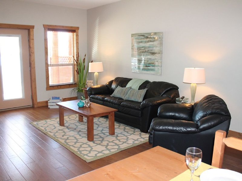 Spacious Townhome in family friendly Casa Del Mila Oro resort, holiday rental in Osoyoos