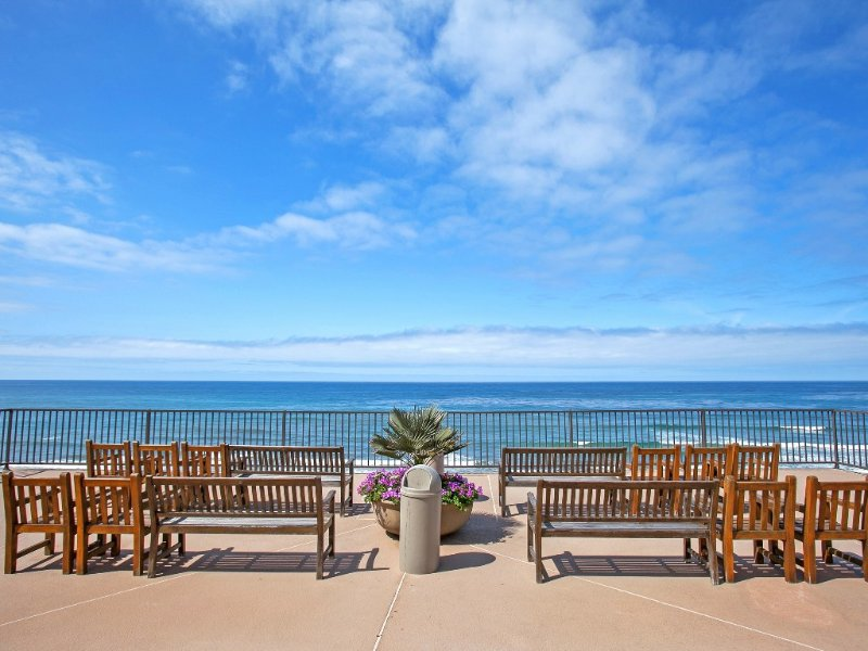 Beautiful Solana Beach, Del Mar Beach Club Condo close  beach! Special Sept Rate, vacation rental in Solana Beach