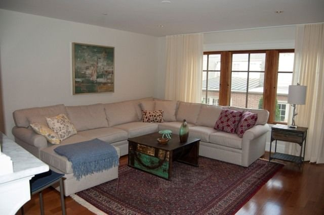 SPACIOUS AND COMFORTABLE FAMILY ROOM