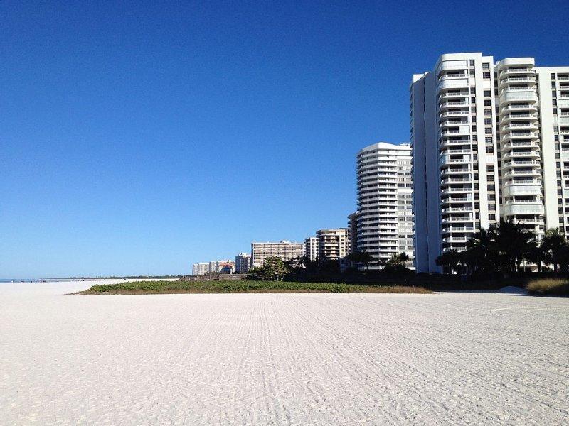 Royal Seafarer beachfront luxury next to the JW Marriott Resort and Spa, location de vacances à Goodland
