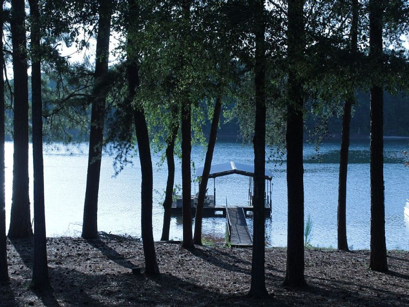 Lakefront Property Getaway With Dock And Ramp, Near Clemson, holiday rental in Pendleton