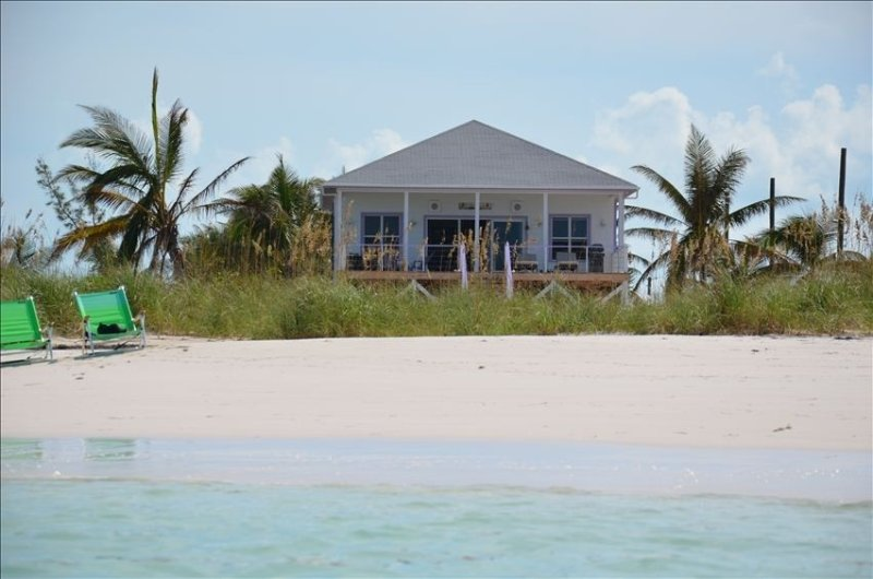 Private  Beachfront Home-Spectacular Views, Large Deck., location de vacances à Eleuthera
