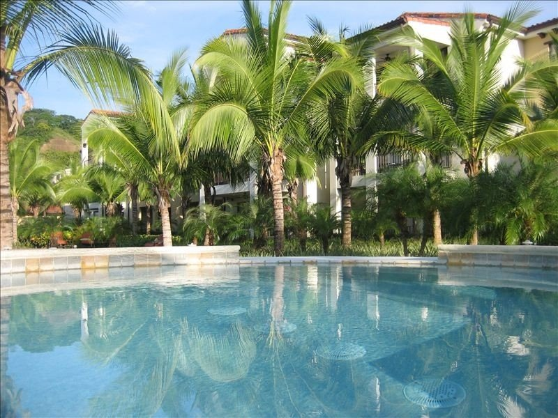 Pacifico Nonsmoking 1st Floor 2 Bedroom Luxurious Condo, holiday rental in Playas del Coco