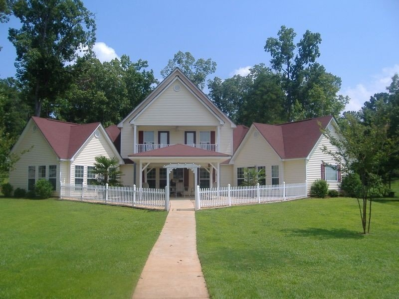 Builder's Own Beautiful Waterfront Home, vacation rental in Milledgeville