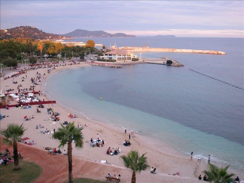 Spectacular Beach Views & Garage Parking (Sleeps 4-6), aluguéis de temporada em Toulon