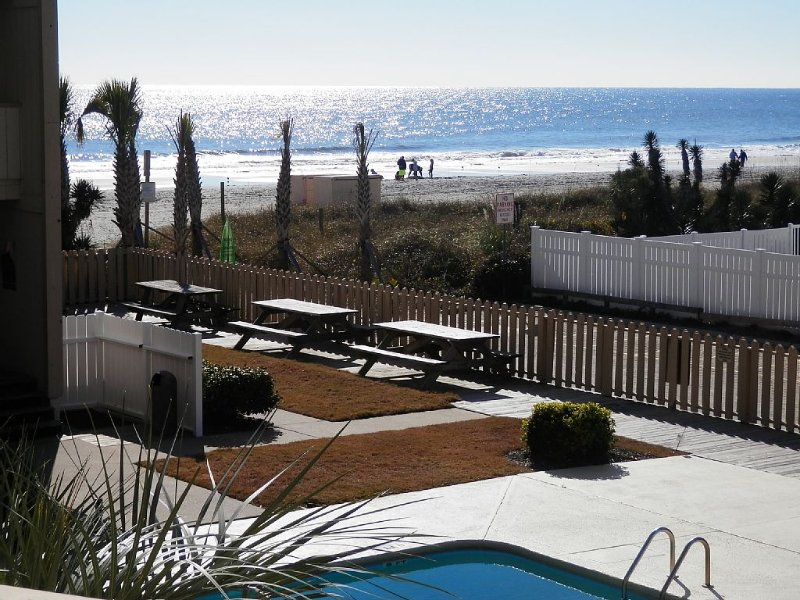 Oceanfront building #C205, perfect view Beach & Pool, 2br, 2br, covered balcony, holiday rental in Myrtle Beach