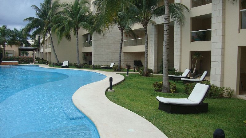 Ideal Location In Gated Beach Community - Luxury 2BR/2Bath Sleeps 6, alquiler de vacaciones en Puerto Aventuras