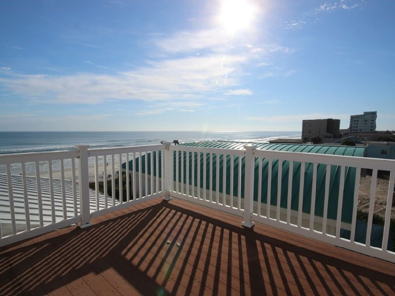 4 BR/3BA Beautiful Oceanfront Family Home ocean front with private beach access, holiday rental in New Smyrna Beach
