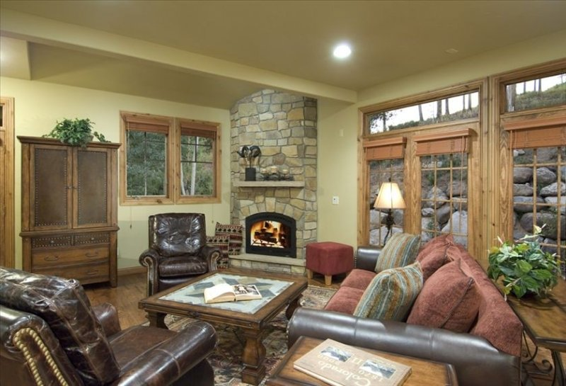 Three Peaks - Luxurious Home for Your Next Golf/Ski Vacation, holiday rental in Kremmling