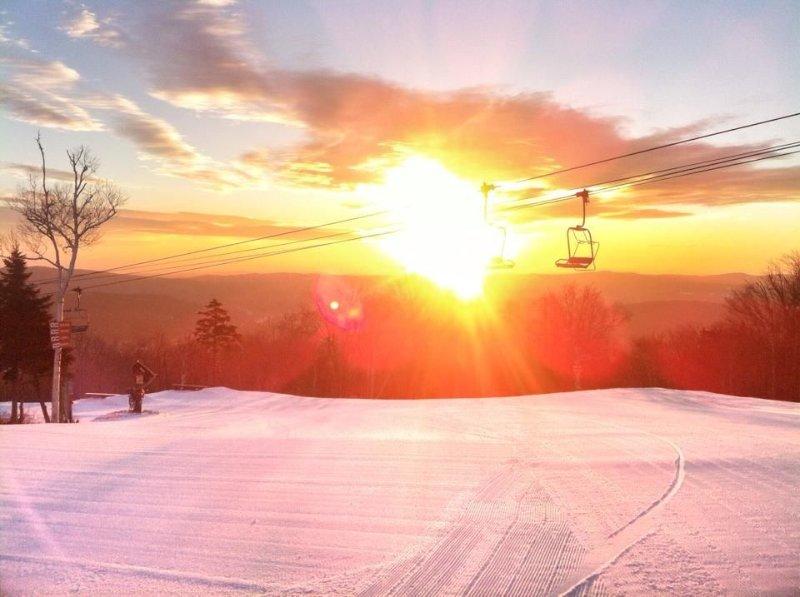 Mt. Snow Vermont - 'Pike's' Place with Beautiful Mt. Views !, location de vacances à Somerset