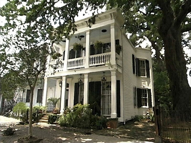 Lower Garden District - Fauxburg Livaudais - 1863 Historic Guest House, vacation rental in New Orleans