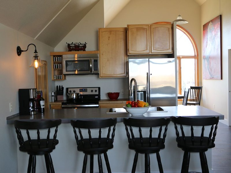 East Gallatin River property with gorgeous mountain views, holiday rental in Bozeman