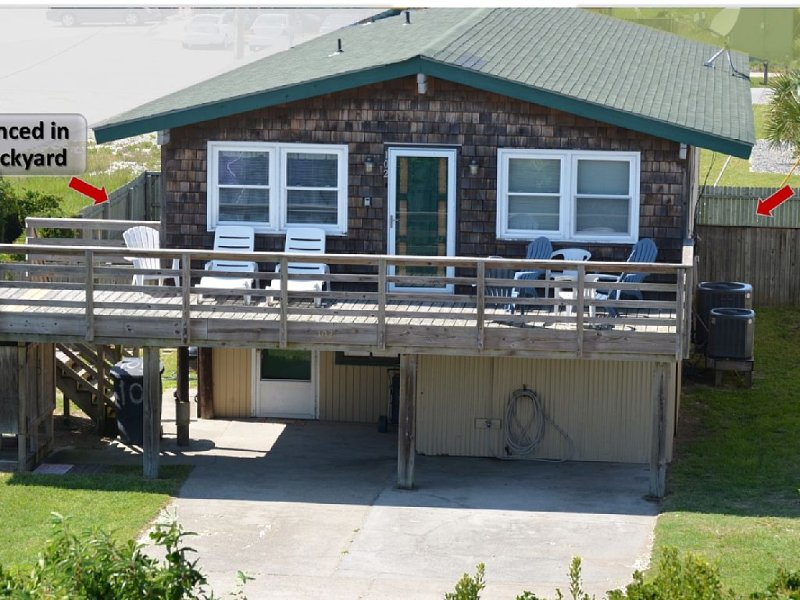 BACON in the SUN (OBX) - 5 Bedroom / 3 Bath -Walk to Beach and Avalon Pier, holiday rental in Kill Devil Hills