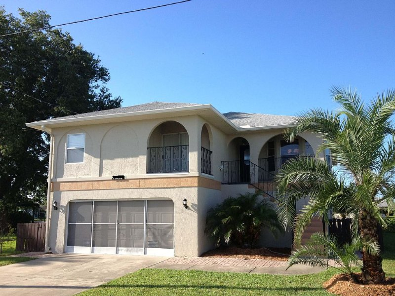 Direct Gulf Access, Swimming Pool, Kayaks, pool table, and completely renovated!, holiday rental in Hernando Beach
