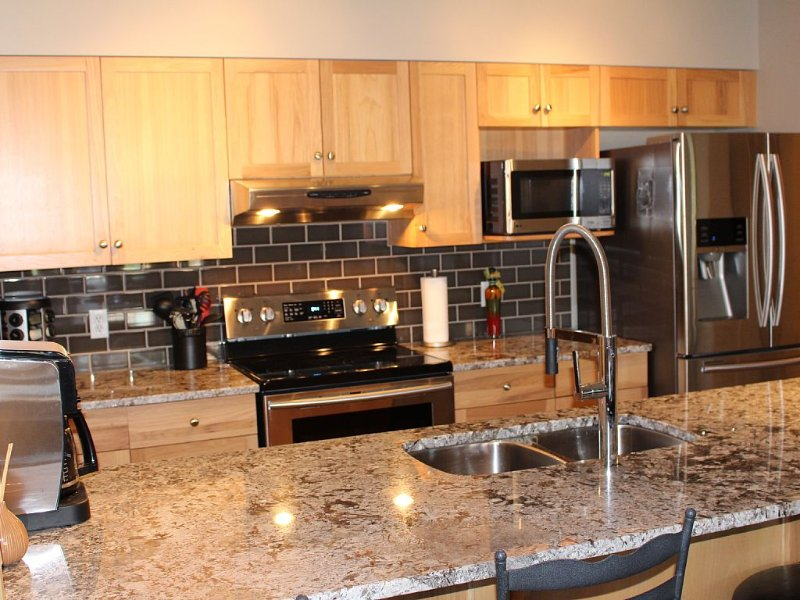 Rocky Mountain View Condo - Great Location!!!, alquiler de vacaciones en Kananaskis Country