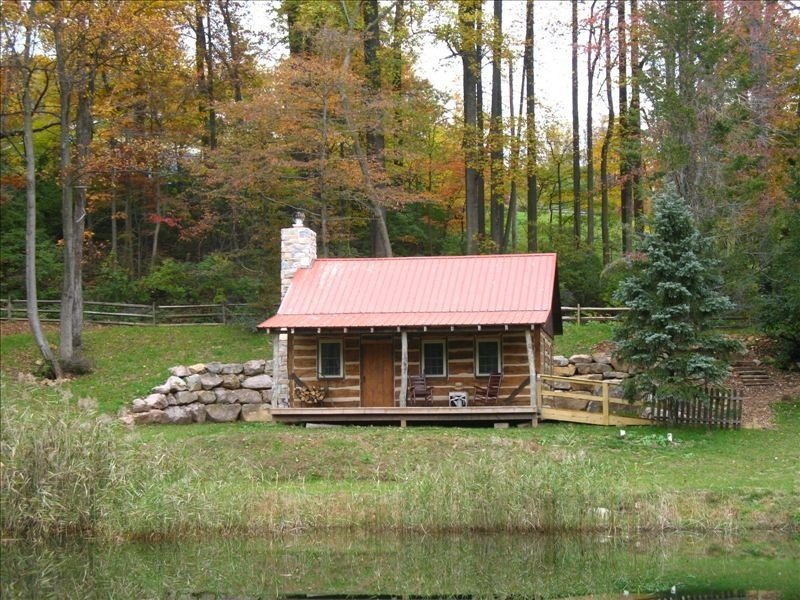 1800's Restored Log Cabin in Woods - 15 Min. Off Pa Turnpike, location de vacances à Reinholds