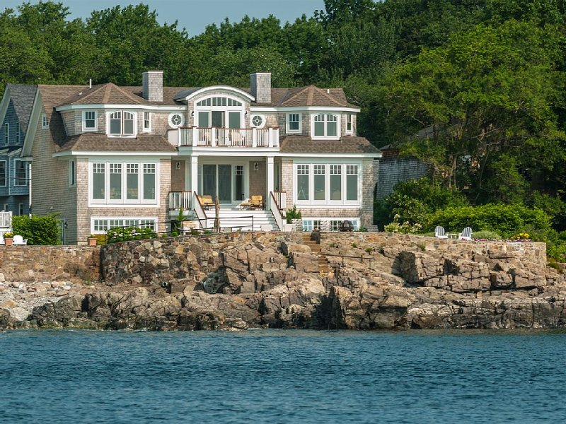 STUNNING BOLD OCEAN-FRONT HOME WITH AMAZING OCEAN VIEWS 6 Bedrooms 6 Baths, holiday rental in Cape Neddick