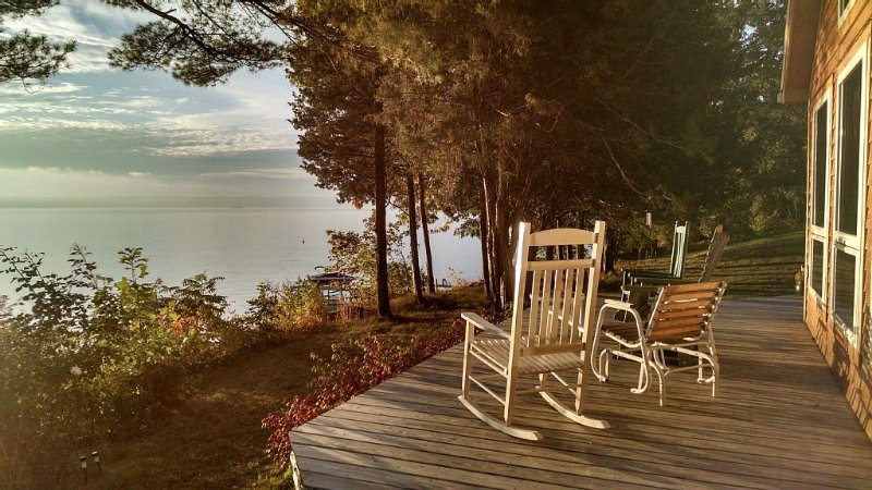 Serenity Aloft House - Book your Finger Lakes vacation now!, holiday rental in Romulus