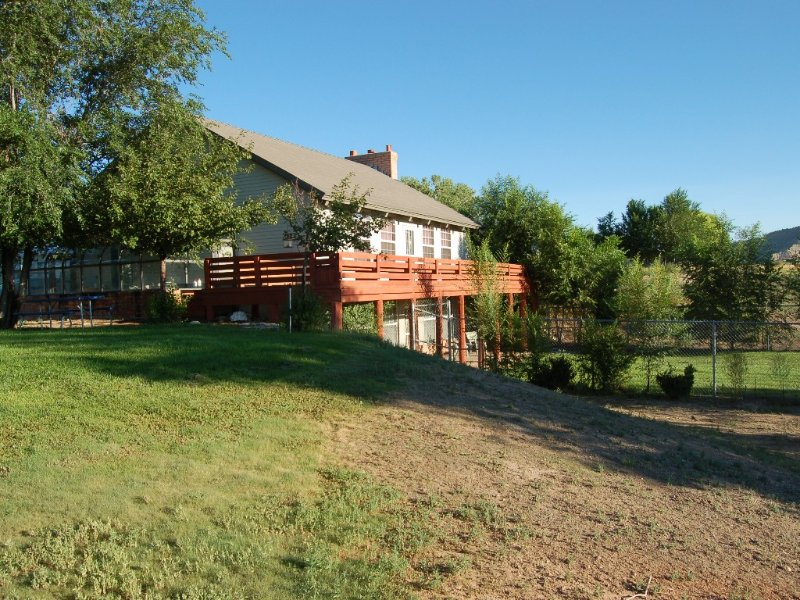 Very Private Lawn Hangout, Huge Wrap around deck with views of valley