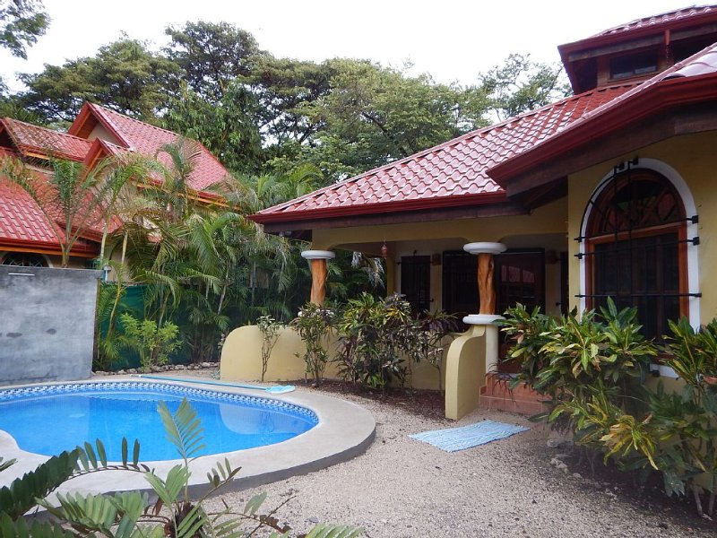 Beautiful Beach House with pool on Playa Pelada (Nosara), alquiler de vacaciones en Ostional